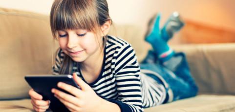 Del cuaderno de vacaciones a la tableta: todas las apps para que los pequeños sigan aprendiendo durante el verano