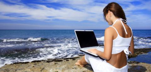 Trabajar en vacaciones sin sufrir mucho: las mejores opciones de tablets y ordenadores para meter en la maleta