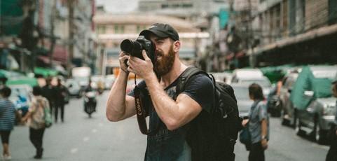 Diez accesorios que no pueden faltar en la bolsa de un fotógrafo urbano