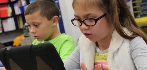 Vuelta al cole: ¿ha llegado el momento de sustituir los libros por tablets y portátiles?