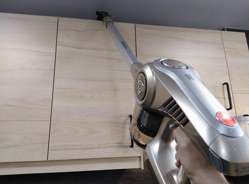 limpiar parte de arriba de la cocina aspiradora de mano