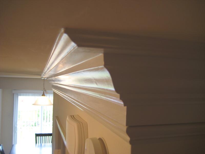 instalar cables usando moldura de techo